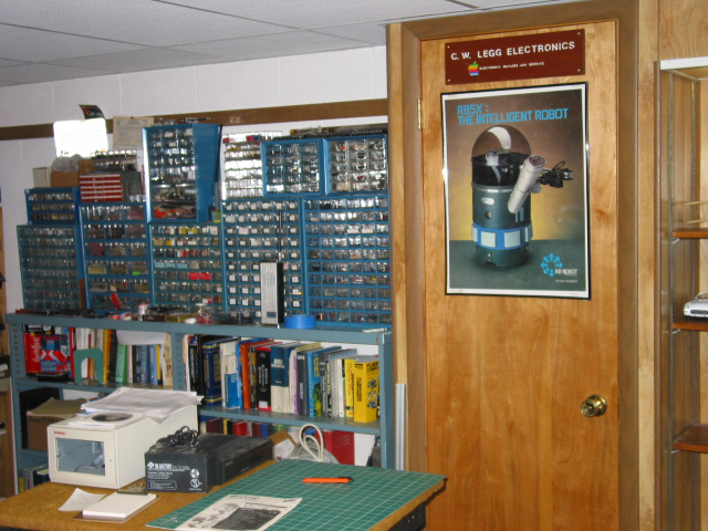 Shelves Of Book Are Seen With Many Small Part Drawers Sitting On Top That  Contain Electronic